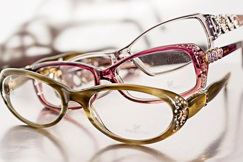 ddaece1fdb Cuidamos de sus ojos con la última tecnología en lentes oftálmicas, donde  podremos encontrar una gran variedad de tratamientos: antirreflejantes, ...